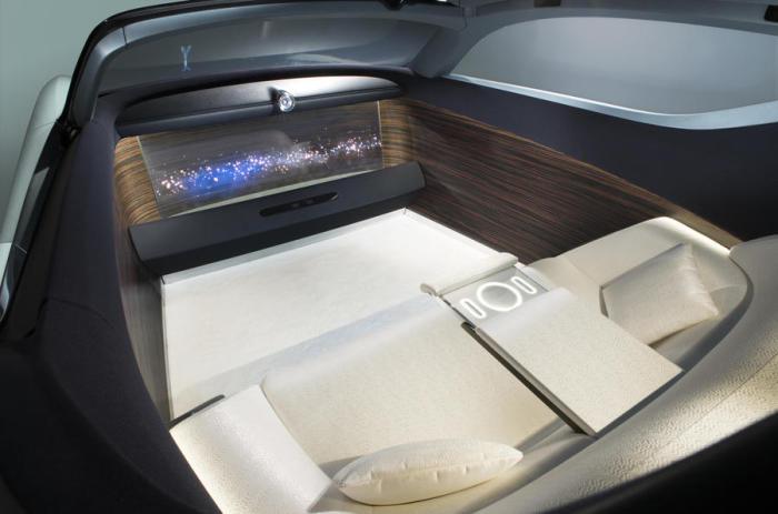 Уютный салон более напоминает кабину дорогой яхты, чем роскошное купе.