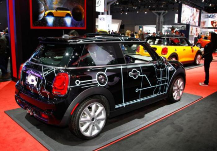 Арт-проект Mini Cooper на автосалоне в Нью-Йорке.