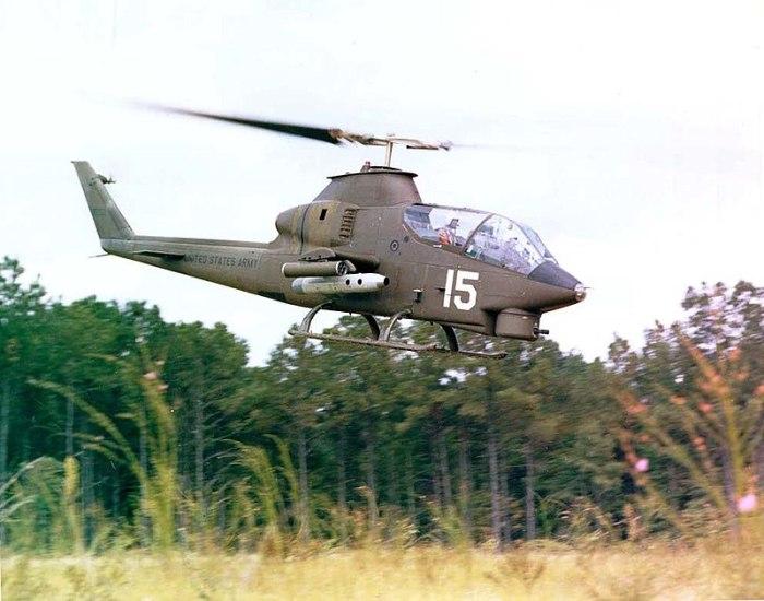 Американский ударный вертолет Bell AH-1 Cobra, 1970-е годы. | Фото: ru.wikipedia.org.