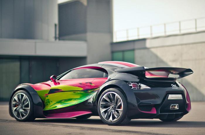 Электрический Citroёn Survolt Art Car французской художницы Франсуазы Ньелли.