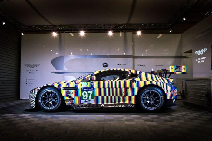 Арт-кар Aston Martin с эффектом размытия от немецкого художника.