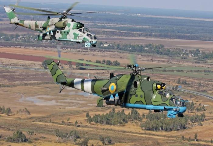 Пара вертолетов Ми-24 ВВС Украины летит на боевое задание. | Фото: pikabu.ru.