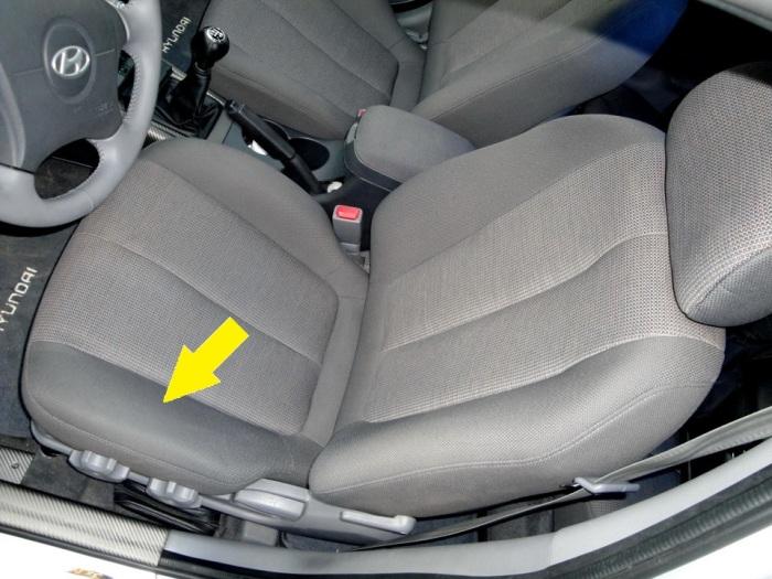 Левая часть сиденья водителя страдает больше всего.   Фото: drive2.ru.