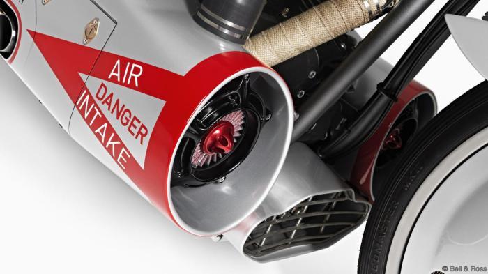 Двигатель реактивного самолета на мотоцикле.