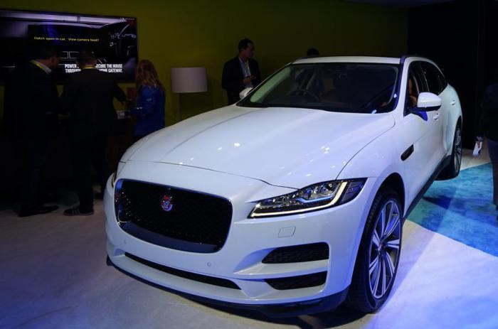 Jaguar F-Pace - подключенный автомобиль с выходом в интернет.