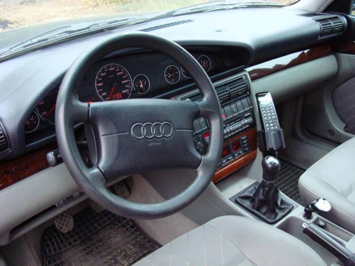 Классический салон Audi 100 C4. | Фото: yandex.ru.