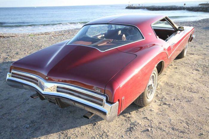 Один из последних больших американских автомобилей.