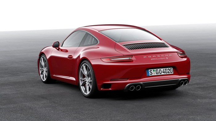 Знаменитое заднемоторное купе Porsche 911 Carrera S.