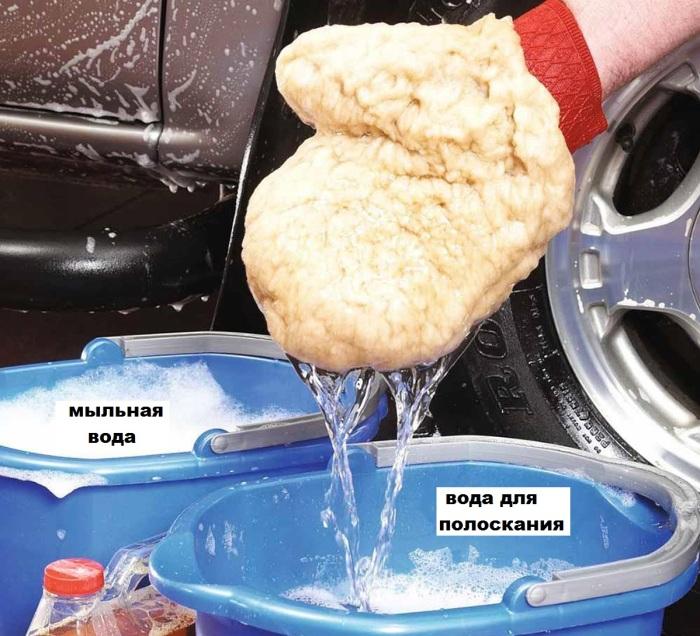 Мочить и полоскать нужно в разных ведрах. | Фото: familyhandyman.com.