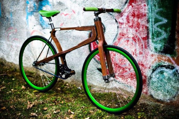 Деревянные велосипеды получают все большую популярность.