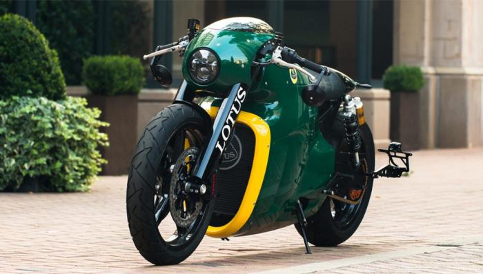 Lotus C-01 в расцветке british racing green.
