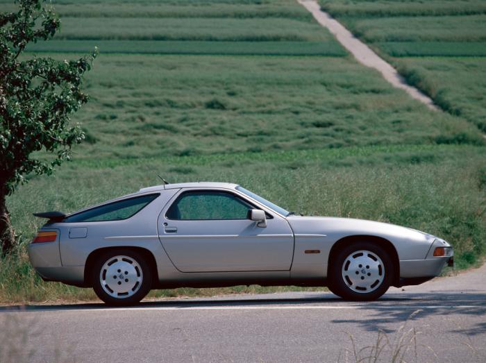 Пожалуй, самый неоднозначный из всех Porsche. Его или любят, или ненавидят.