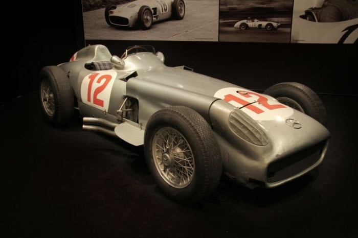 Mercedes-Benz W196 - автомобиль чемпионов, который сейчас оценивается в миллионы. | Фото: luxuo.com.