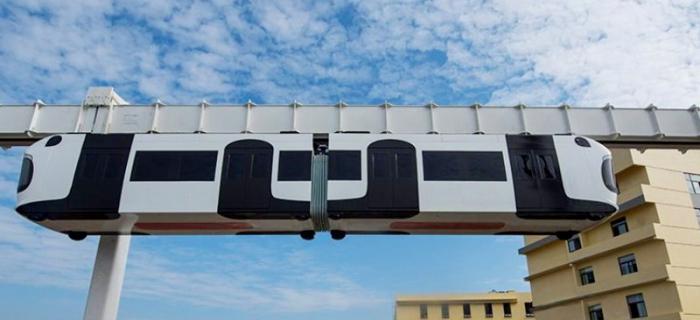 Каждый из вагонов Sky Train напоминает большую панду.