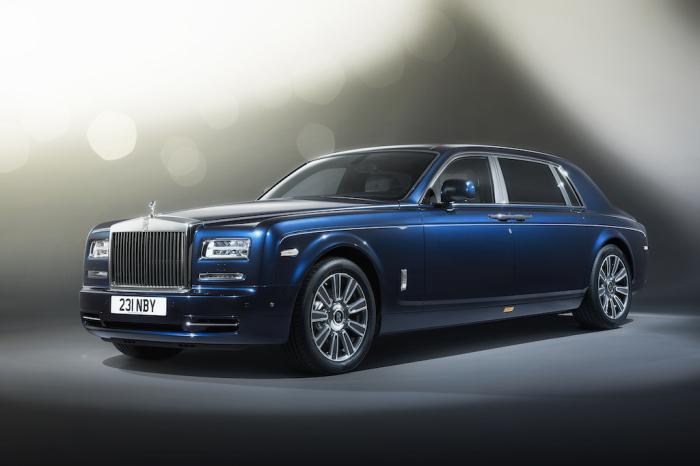 Rolls-Royce Phantom – роскошный и мощный представительский автомобиль.