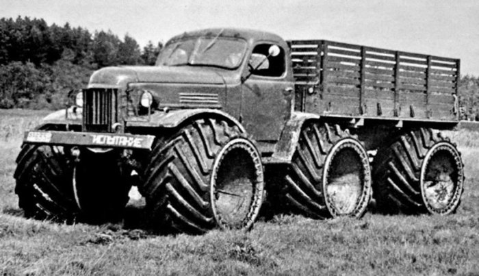 2,5-тонный ЗИЛ-157 на арочных колесах.