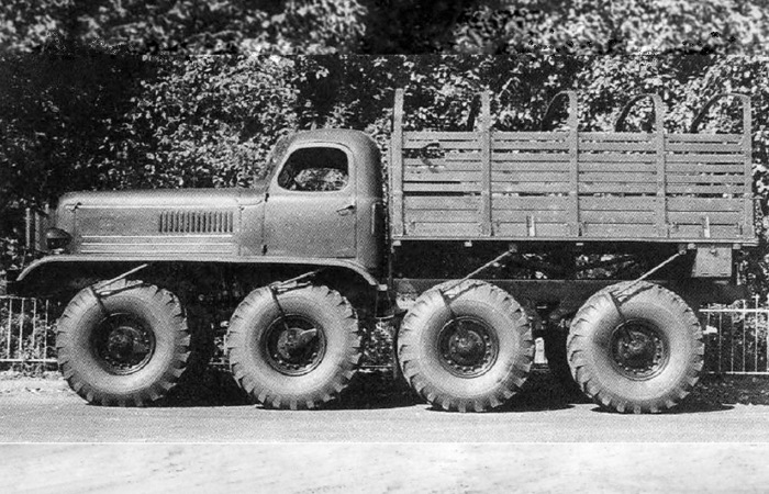Советский четырехосный грузовик-монстр ЗИС-134.