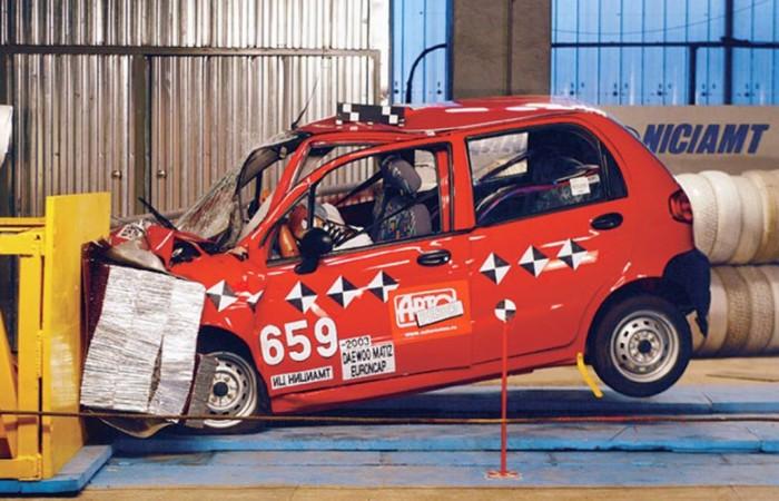 Есть и такие машины, в которые даже испытательных манекенов жалко садить. | Фото: youtube.com.