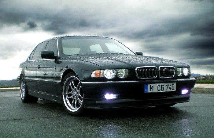 «Семерка» BMW – отличный подержанный автомобиль, на который стоит обратить внимание.