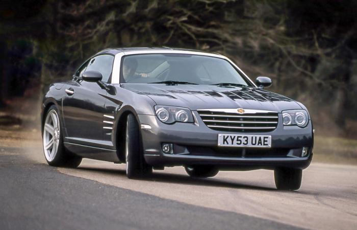 Спортивное купе Chrysler Crossfire выглядит намного лучше, чем автомобиль того стоит.