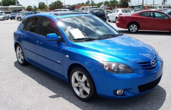 Хэтчбек Mazda3 2006 года выпуска.