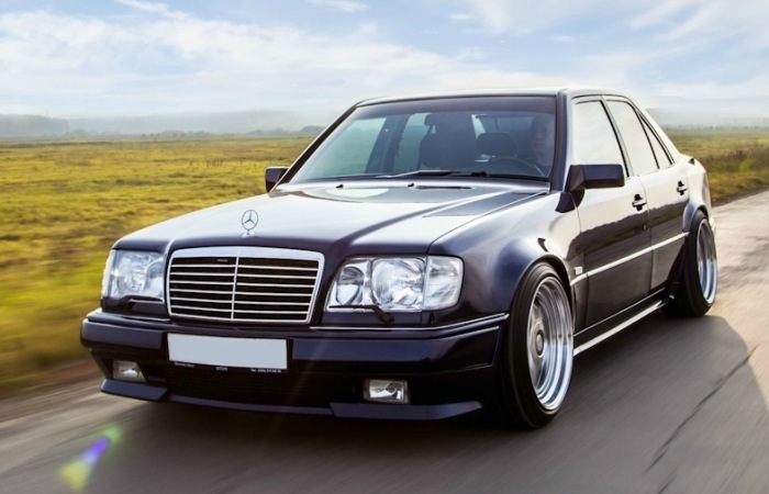 Mercedes-Benz E-Class - легендарный автомобиль родом из 1990-х. | Фото: drive2.ru.