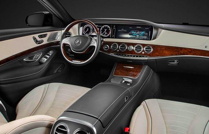 Роскошный салон седана Mercedes S-Class.