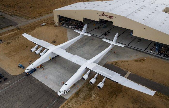 Stratolaunch - самый большой в мире самолет-ракетоноситель.