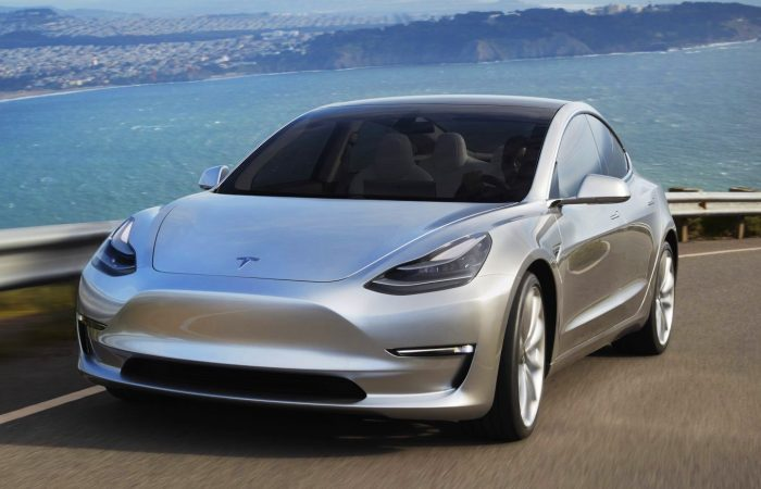 Электрический седан Tesla Model 3 оказался не так уж и хорош. | Фото: geektimes.com.