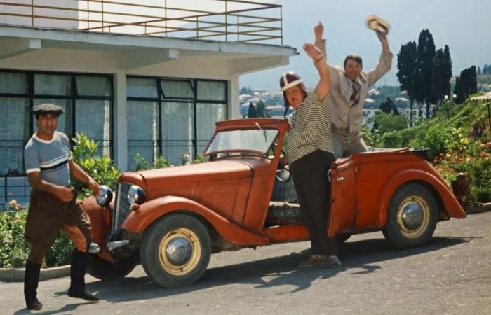 Знаменитый кабриолет Adler Trumpf Junior в советской кинокомедии «Кавказская пленница, или Новые приключения Шурика».