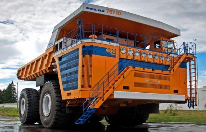 Карьерный самосвал БелАЗ-75710 может за один раз перевезти до 450 тонн сыпучего груза. | Фото: nevsedoma.com.ua.