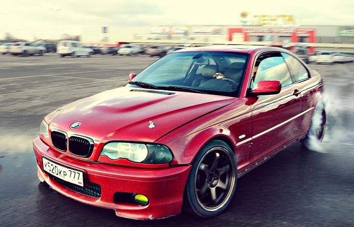 BMW 3-й серии в кузове E46 – популярный объект для корчевания и тюнинга. Фото: drive2.ru.