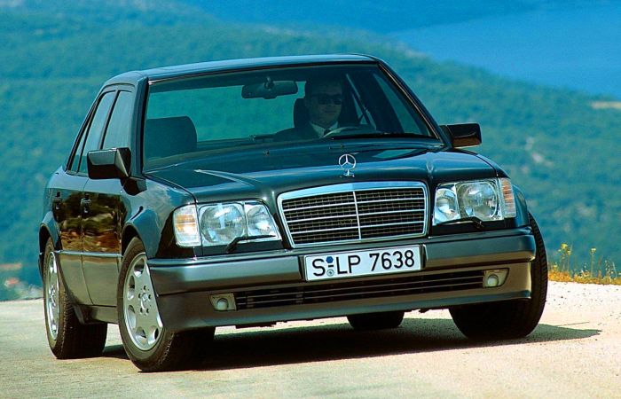 Mercedes-Benz W124 – один из тех автомобилей, которые можно чинить своими руками. Фото: txapela.ru.