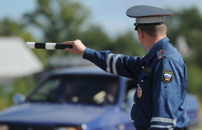Большинство водителей недолюбливают инспекторов ГИБДД и явно не желают с ними встречаться на дороге. | Фото: delai-vibor.com.
