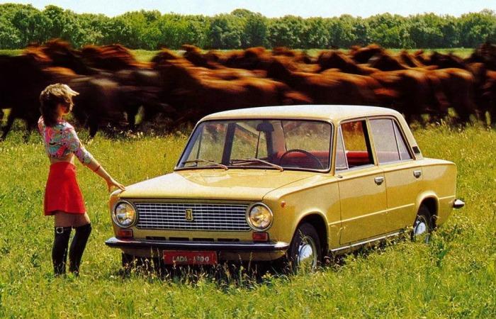 Советская реклама: «Жигули» на фоне табуна несущихся лошадей. | Фото: blog.i.ua.