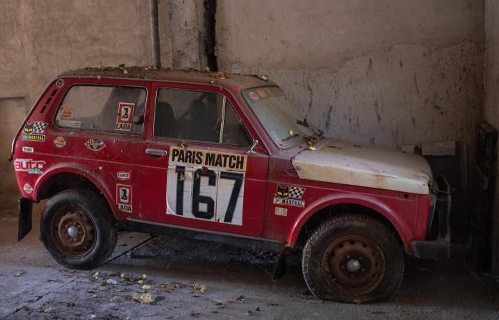 Старая советская «Нива» теперь выставлена на аукционе среди элитных машин. | Фото: rmsothebys.com.