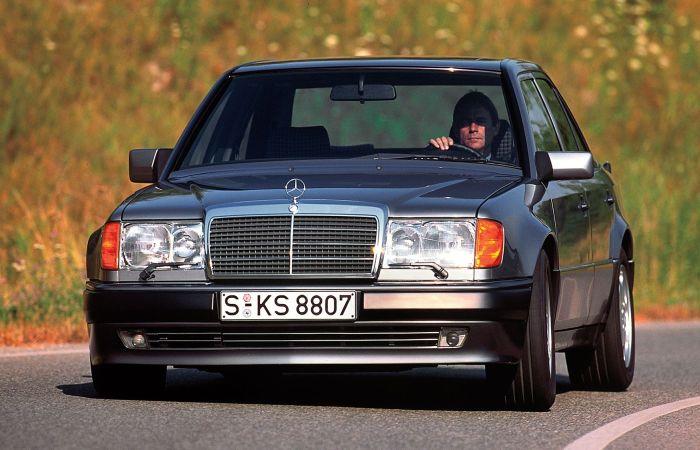 5,0-литровый «волчок» - немецкий седан Mercedes-Benz 500E.
