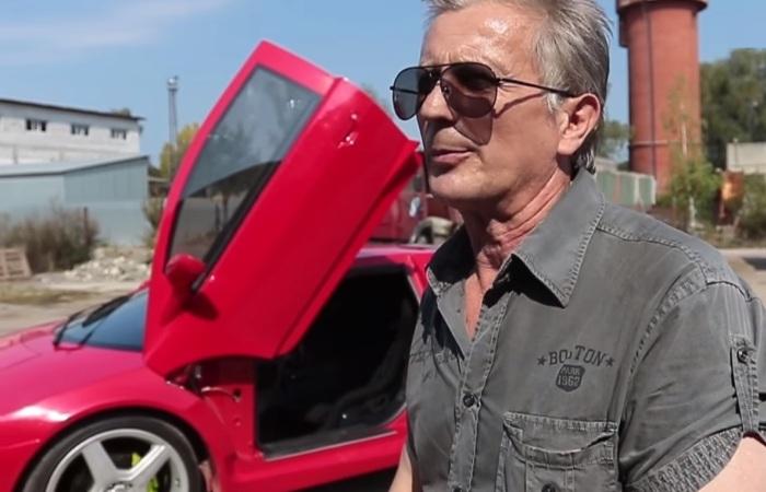 Олег Грицак и его красный суперкар.
