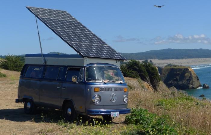 Электрический VW Bus американца Бретта Белана. | Фото: gearjunkie.com.