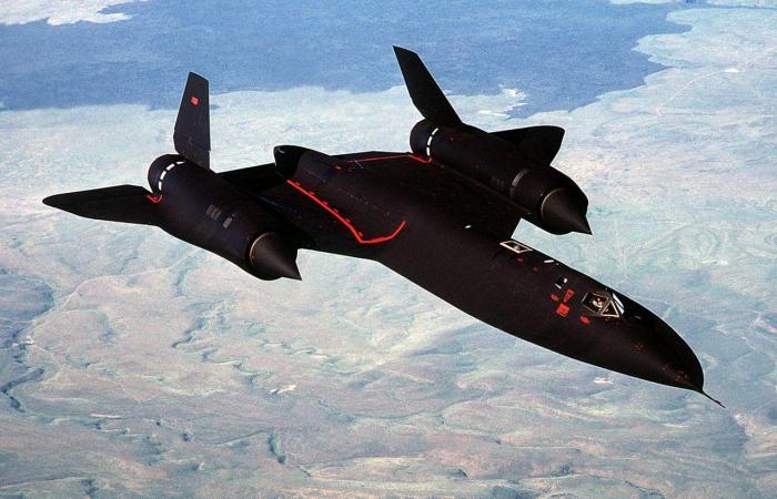 Американский скоростной высотный самолет-разведчик Lockheed SR-71 Blackbird. | Фото: nationalinterest.org.