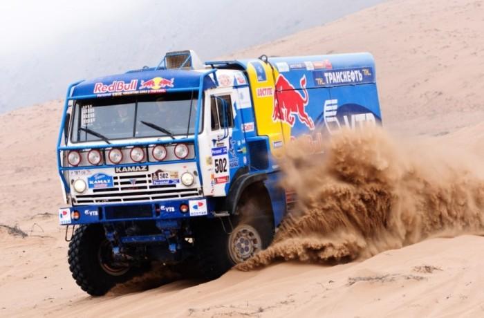 КамАЗ – это не только старые чадящие самосвалы, но и самые быстрые раллийные грузовики в мире. | Фото: truck-auto.info.