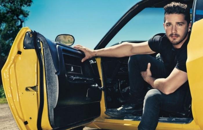 Пожалуй, каждый мужчина за рулем хотел бы пригласить Меган Фокс в свою машину.