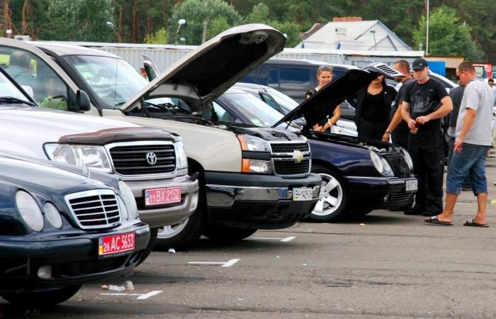 Автомобильный рынок – место, где часто начинается поиск подержанной машины. | Фото: drive-news.net.