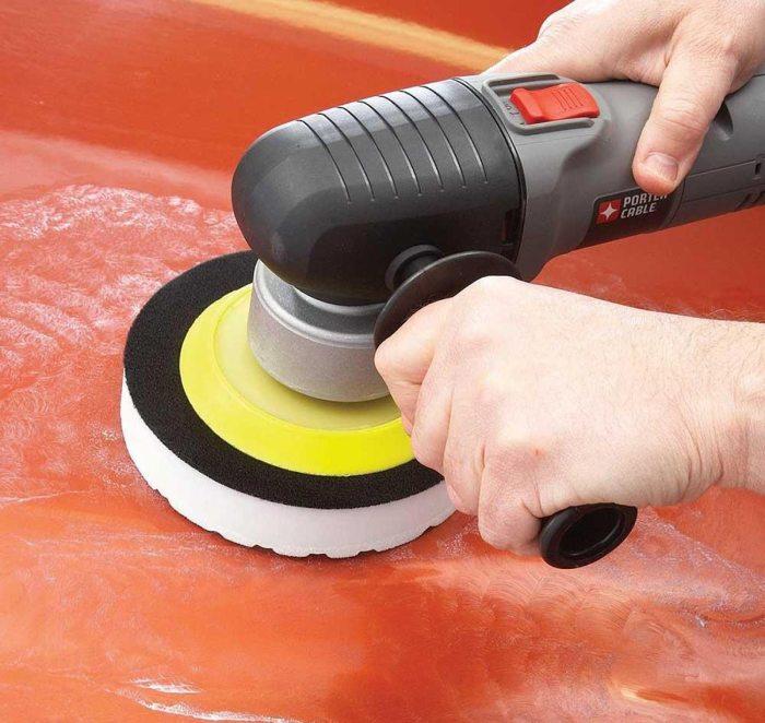 Не стоит рисковать целостностью краски, используя для полировки обычную болгарку. | Фото: familyhandyman.com.