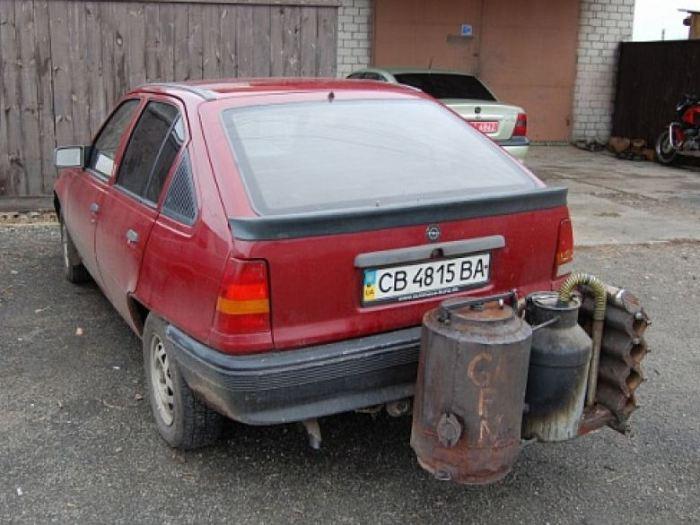 Opel Kadett с газогенератором. | Фото: odditycentral.com.