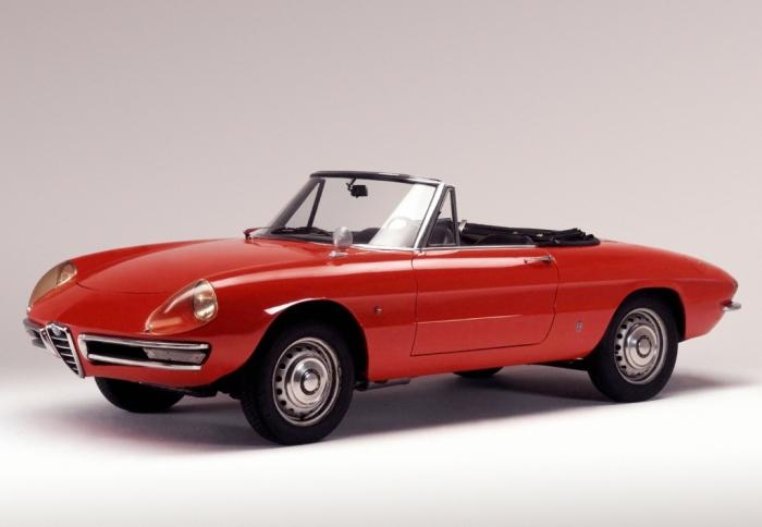 Дизайн от Pininfarina настолько хорош, что этот маленький родстер три десятилетия продержался без изменений.