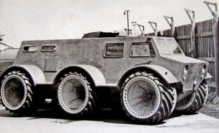 Снегоболотоход ЗИЛ-136 на арочных колесах.