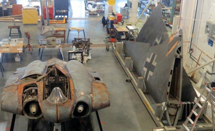 Фюзеляж Horten Ho 229 V3 и его деревянные крылья на реставрации.