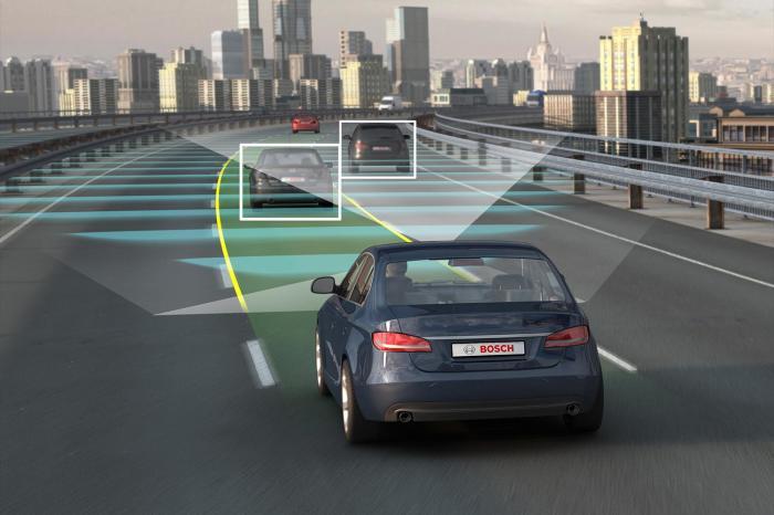 Адаптивный круиз-контроль можно применять на загородных дорогах, но в городе он будет бесполезен.