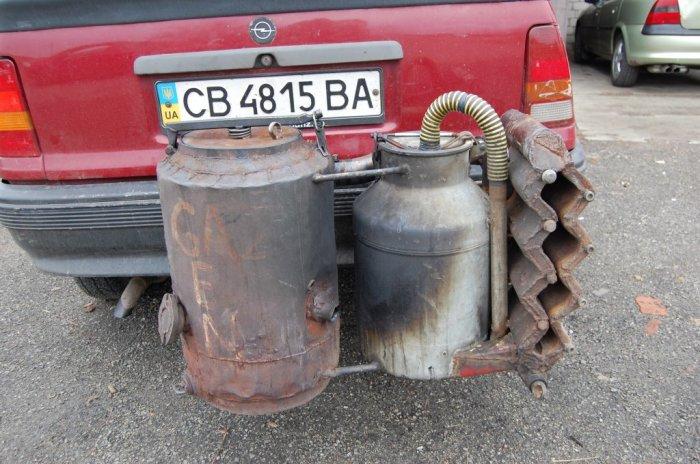 Газогенераторная установка на машине Opel Kadett. | Фото: odditycentral.com.